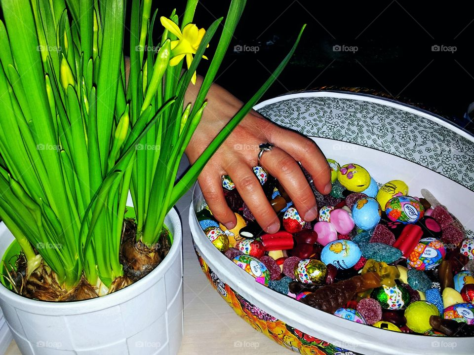 Ester grip!. Easter egg and easter flowers!