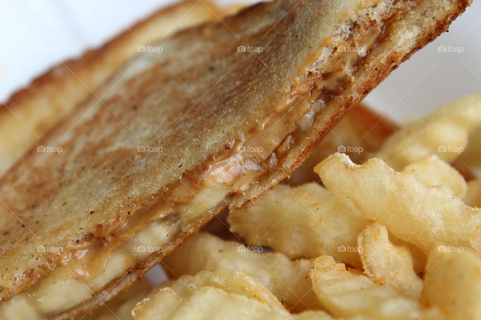 Peanut Butter and Bananas Grilled Sandwich