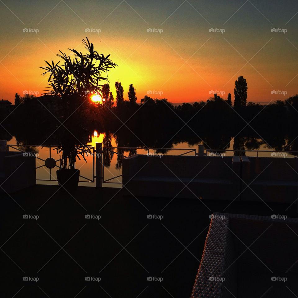 sky party sun lake by bogmol