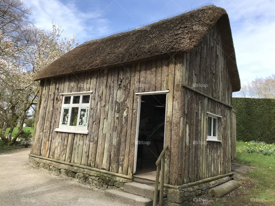 A beautifully crafted example of a Stonemasons Hut is photographed here.