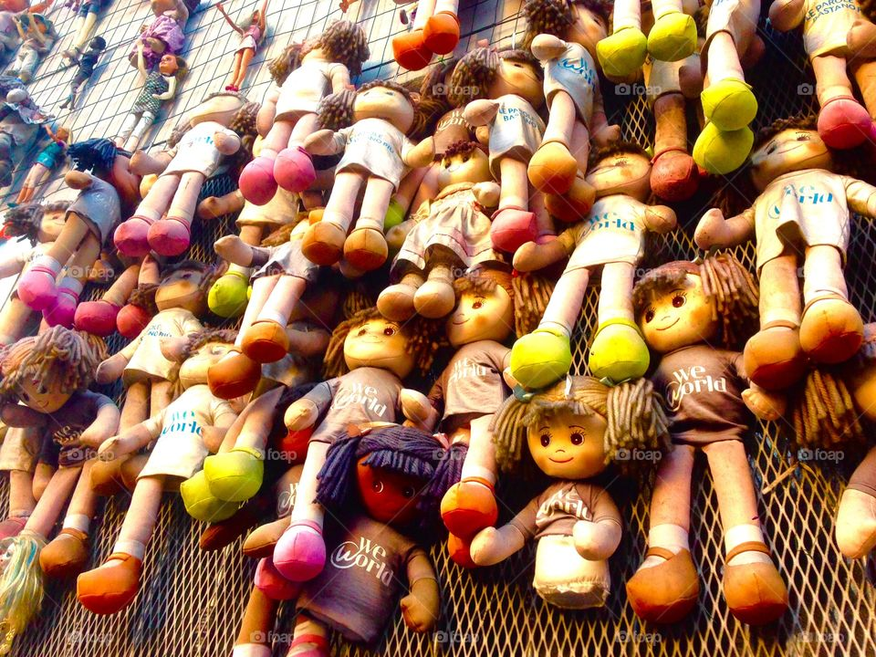 Wall of dolls, Milan