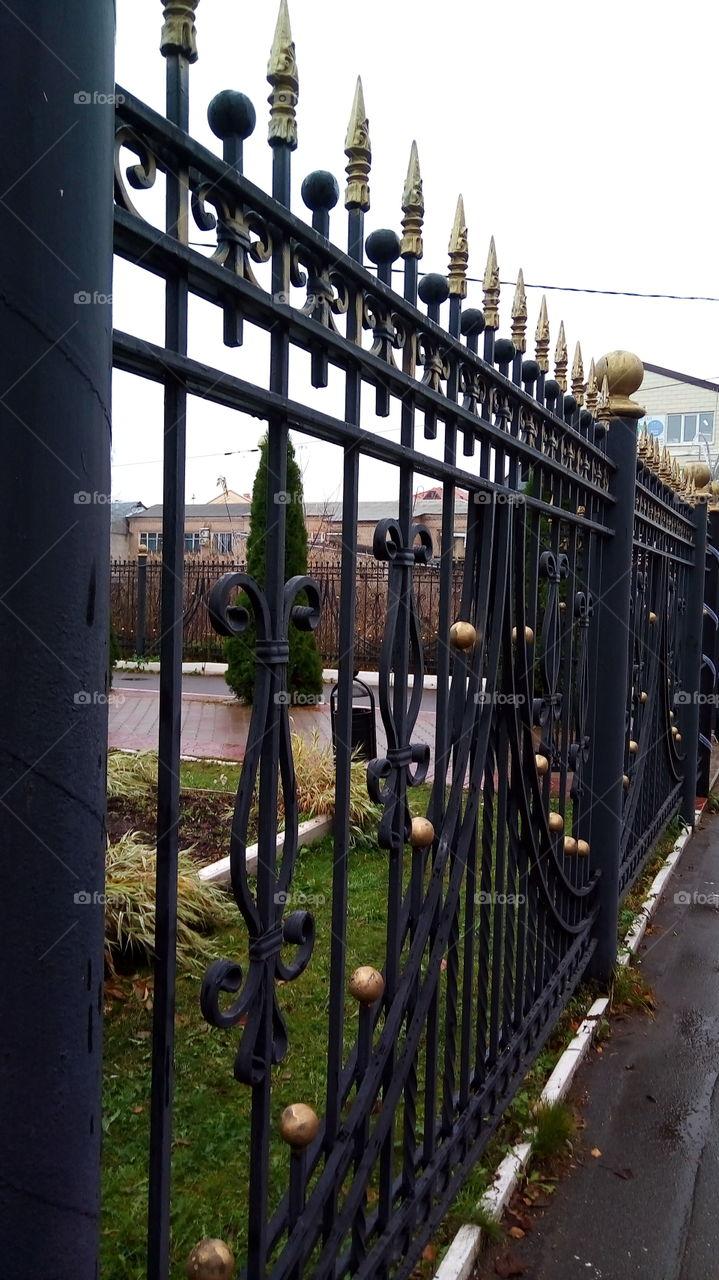 ограда.город.улица.