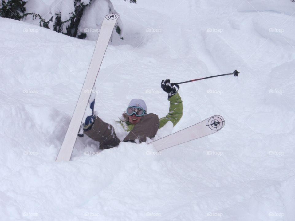 A fun ski fall in powdery snow