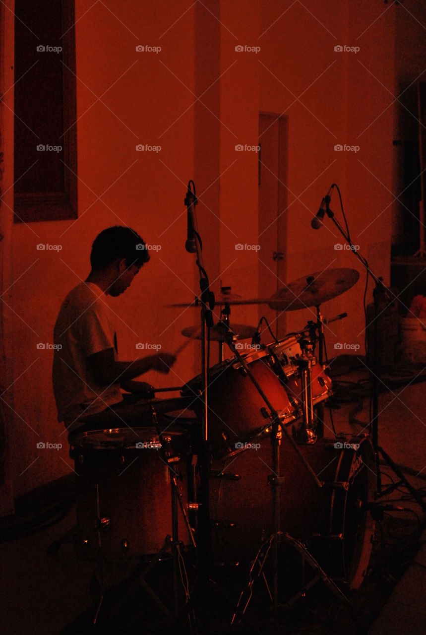drummer play drum