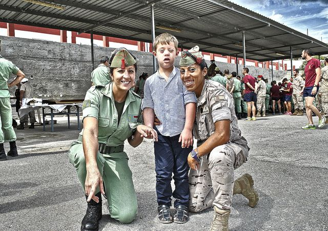 Foap.com: niño de espalda images, pictures and stock photos
