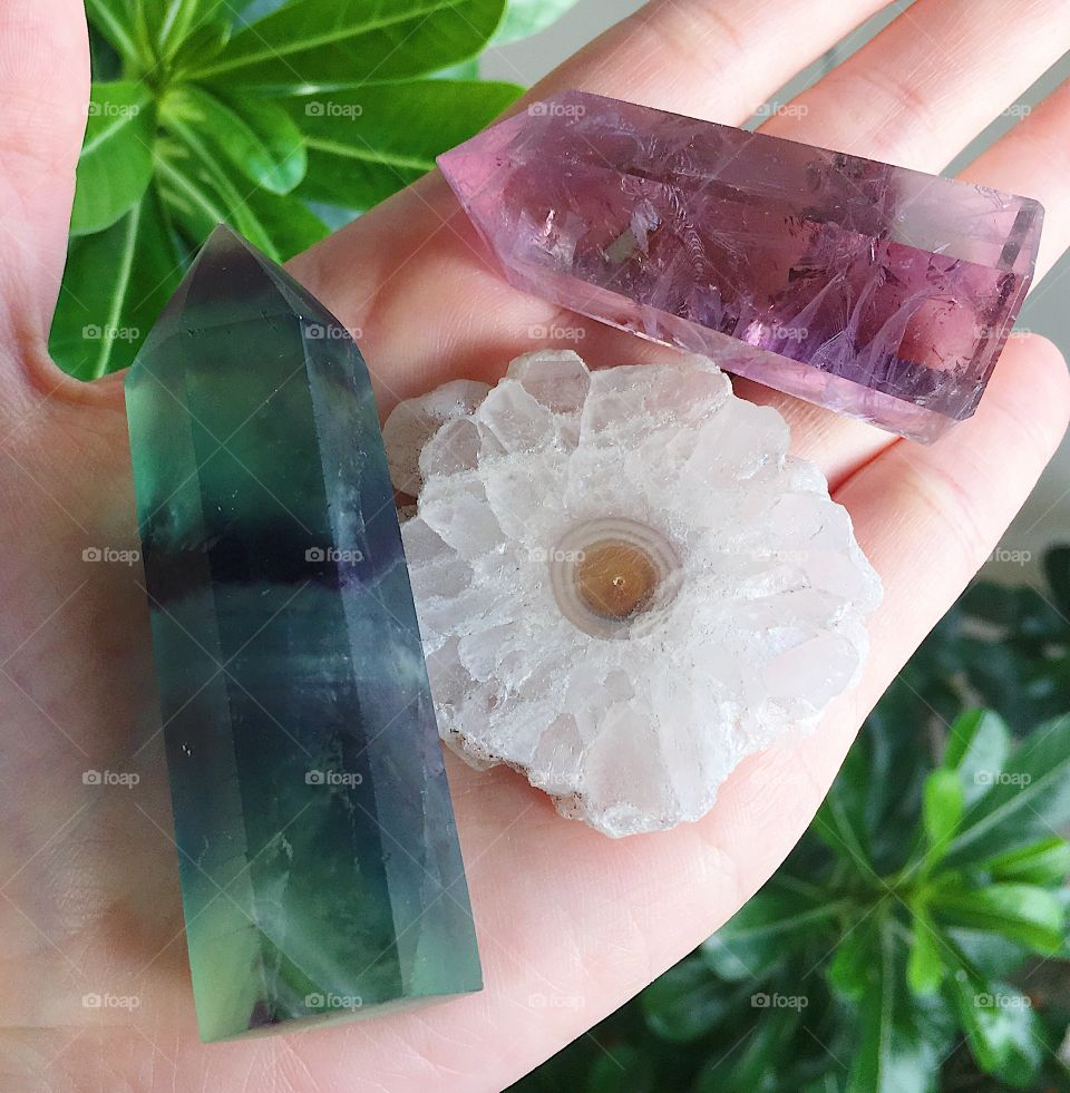 Green fluorite crystal tower point, white stalactite quartz slice, purple amethyst polished tower point