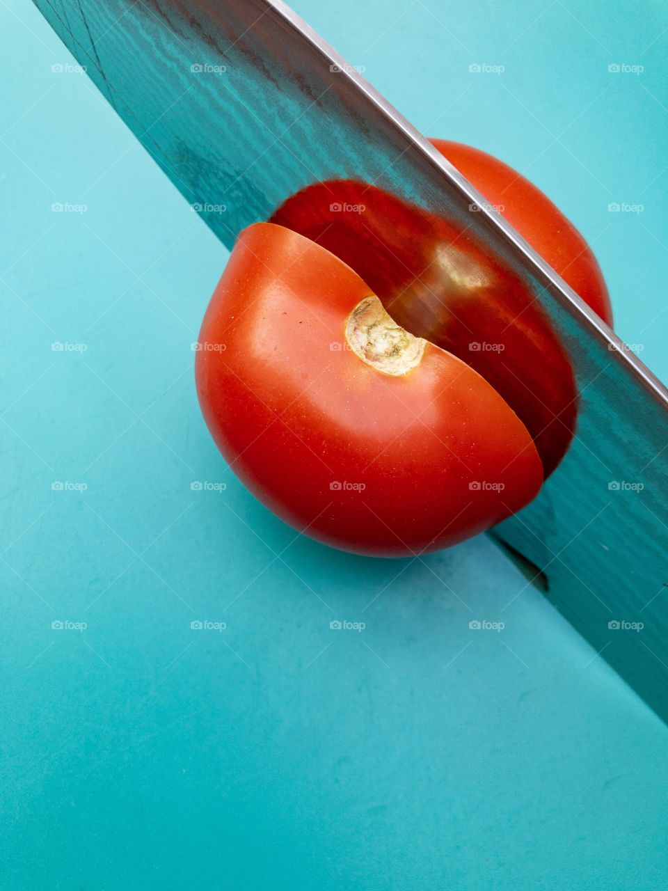 Tomatoe and knife / Tomate und Messer