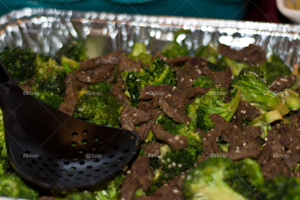Hungry for asian cuisine? Try this beef and broccoli dish. Hearty and healthy at the same time.