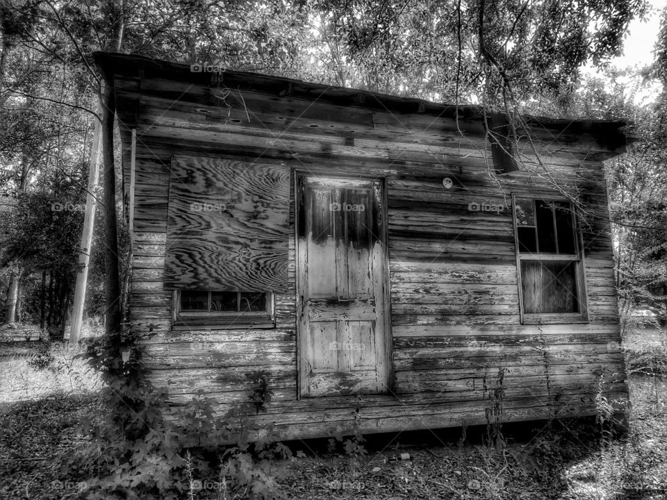 Abandoned house/ but it's a really small one though