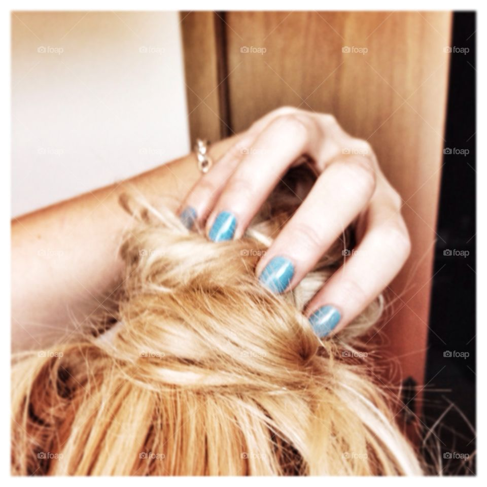 Blonde hair & blue nails. Selfie of my new nail polish and hair before a party