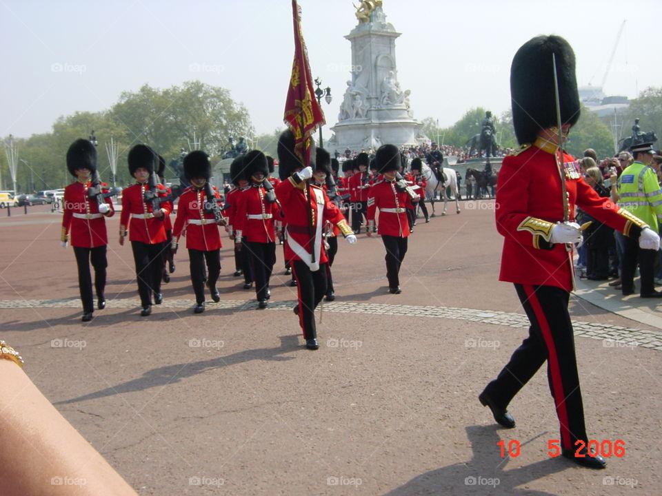 queen's guard . Buckingham pal