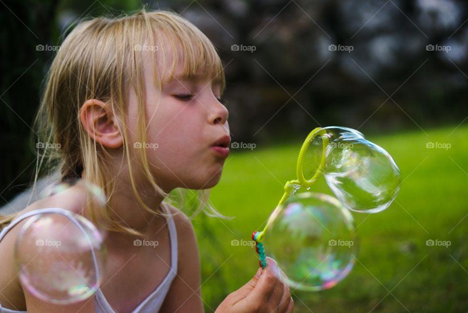 Bubble trubble. Summer activity