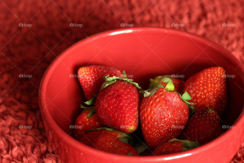 Red strawberries in bowl